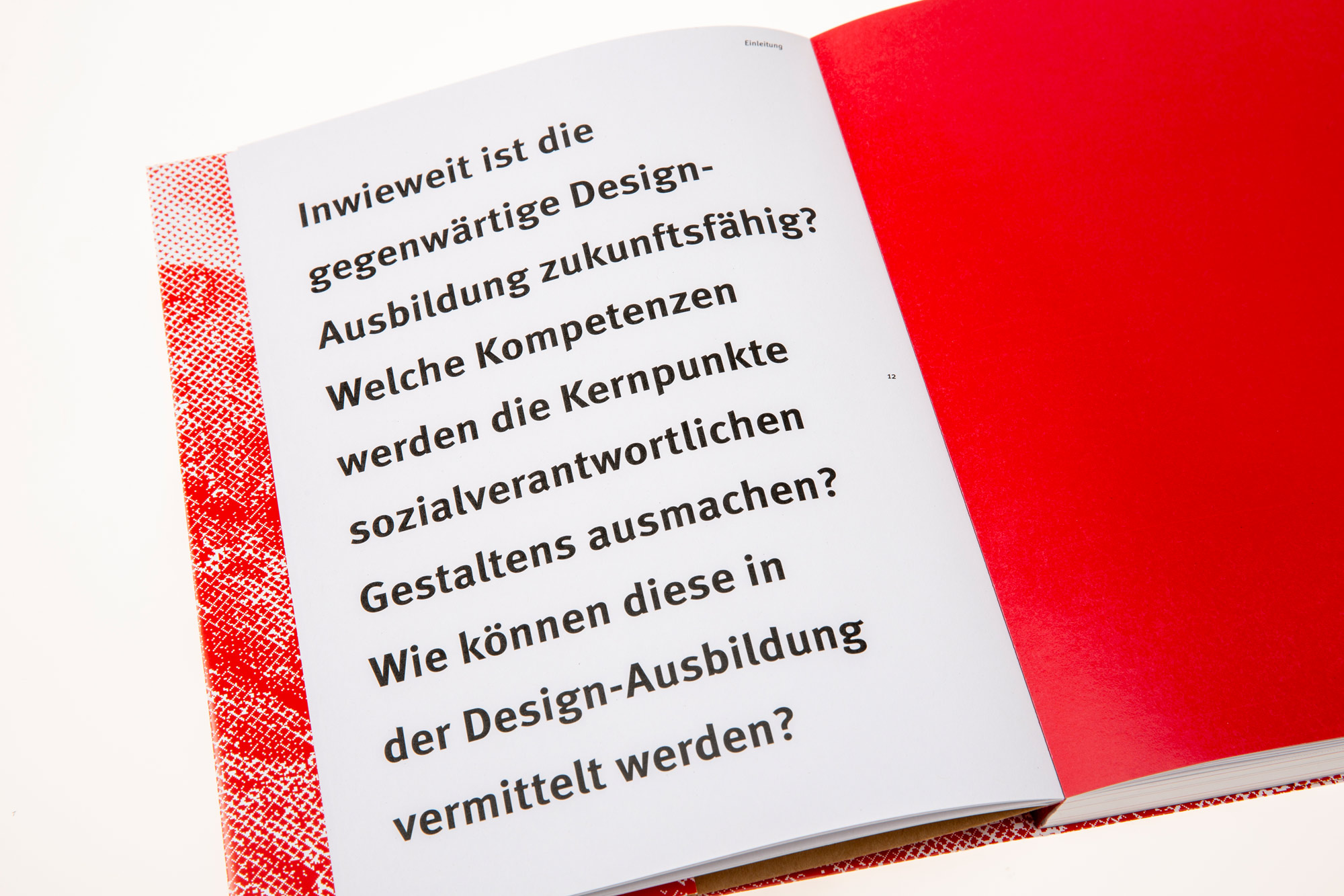 """""""Die Zukunft war früher auch besser"""" – Schlüssel-Kompetenzen für sozialverantwortliches Gestalten und deren Vermittlung in der Design-Ausbildung"""